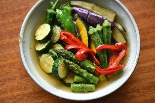 モロヘイヤと豆腐の味噌汁; 夏野菜の揚げびたし