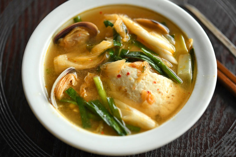 Photo of tofu and clam chige soup
