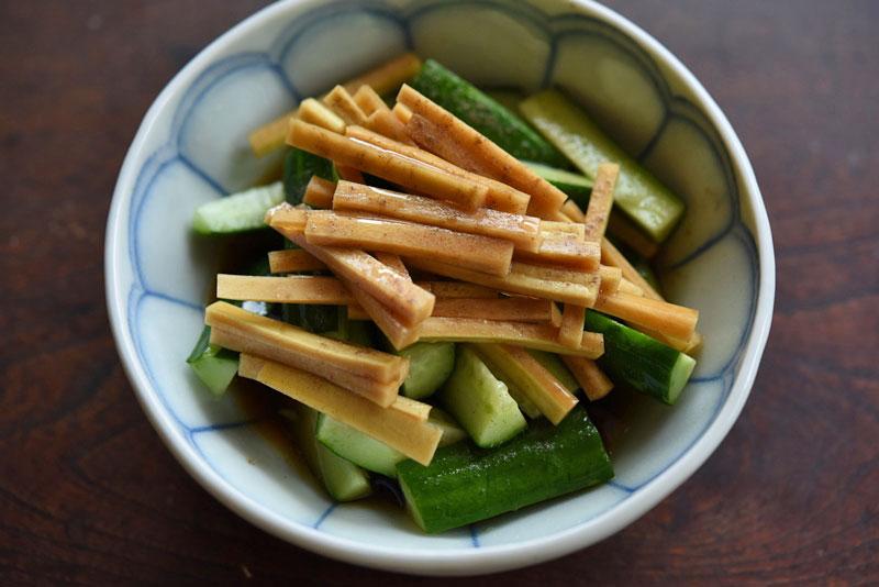 きゅうりと大根の皮の和サラダの写真