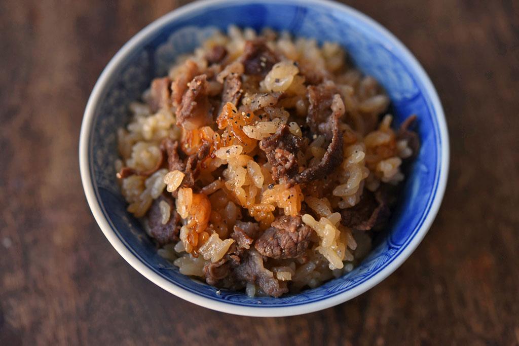 牛肉の炊き込みご飯の写真