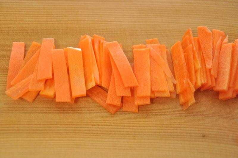 大根やにんじんの短冊切りの切り方の写真