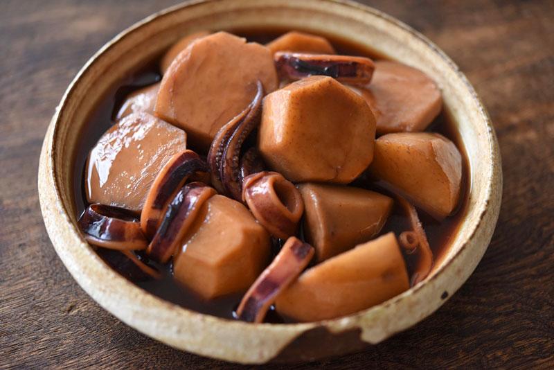 いかと里芋の煮物の写真
