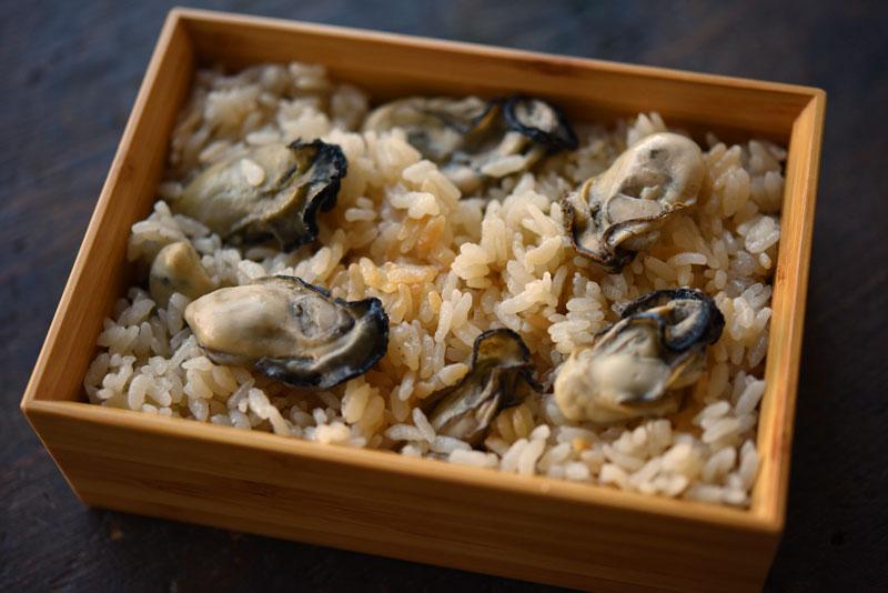 牡蠣の炊き込みご飯の写真
