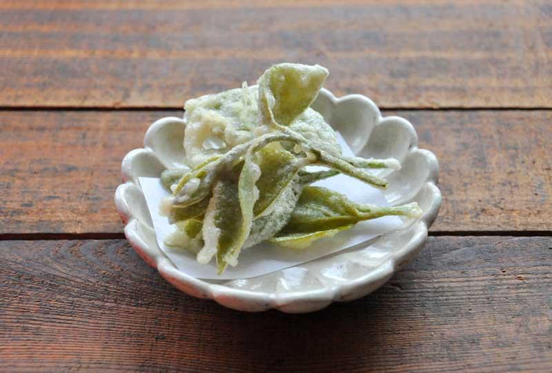 柿の葉の天ぷらの写真