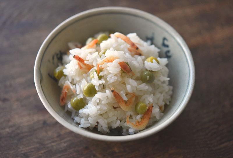 桜えびと豆の炊き込みご飯の写真