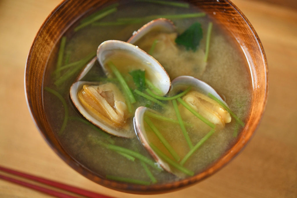 あさりの味噌汁の写真