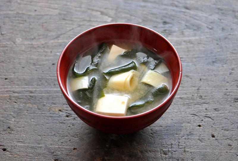 たけのこの姫皮の味噌汁の写真