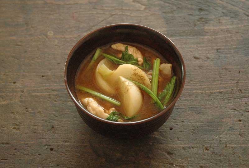 かぶと豚肉の味噌汁の写真
