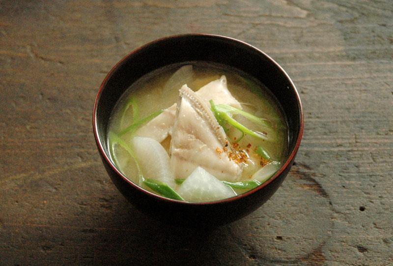 なめこと豆腐の味噌汁; カワハギの味噌汁