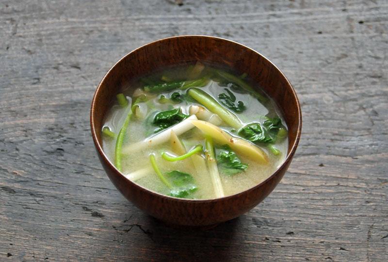 新じゃがと根三つ葉の味噌汁のレシピ/作り方