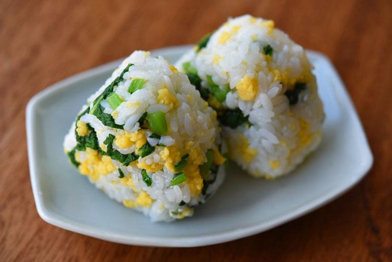 炒り卵の菜飯の写真