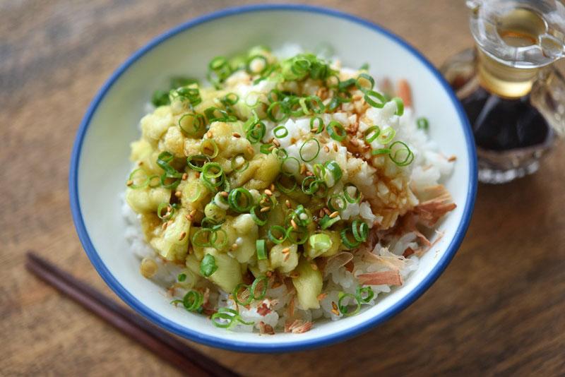 なすと長芋のたたき丼のレシピ/作り方:白ごはん.com