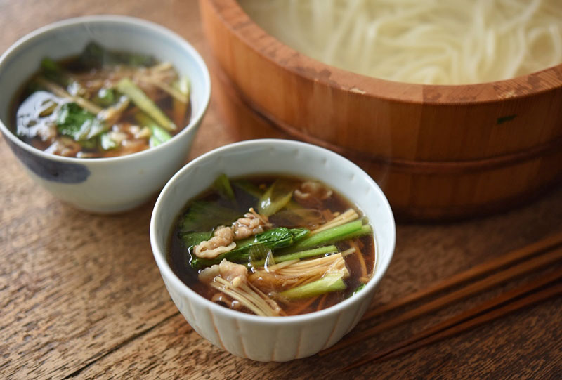 釜揚げ&肉汁つけうどんのレシピ/作り方:白ごはん.com