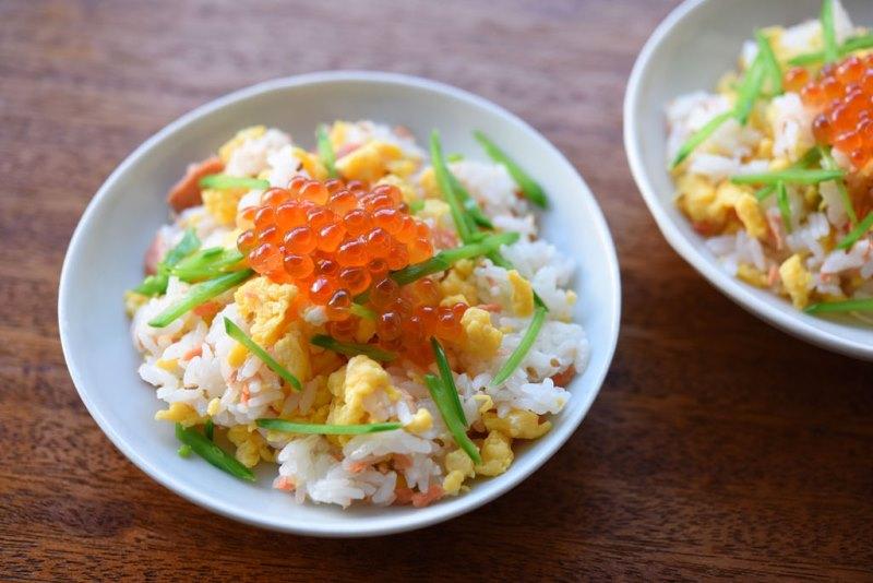 鮭と卵のちらし寿司風の写真