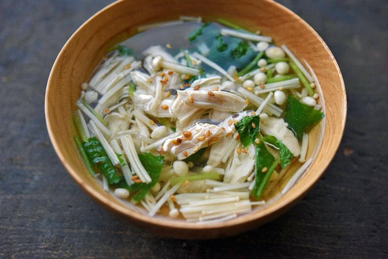 鶏ささみの出汁とスープの写真