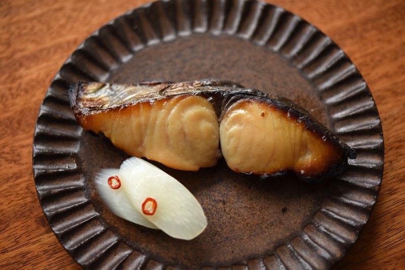 サワラ西京焼きと味噌床の写真