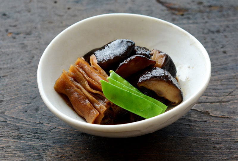 干し椎茸とかんぴょうの煮物の写真
