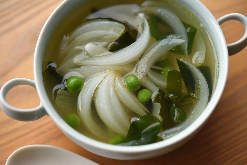 新玉ねぎのかつお出汁スープの写真