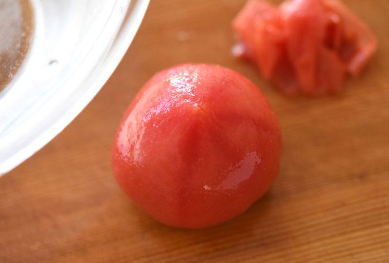 トマトの皮のむき方の写真