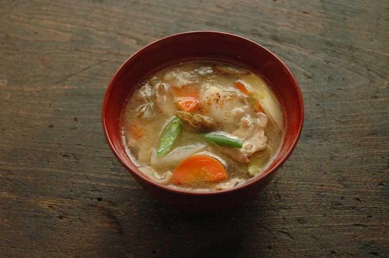 具だくさん豚汁のレシピ/作り方:白ごはん.com