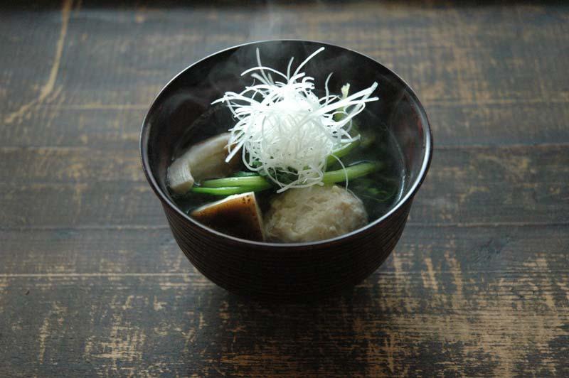 鶏団子のスープの写真