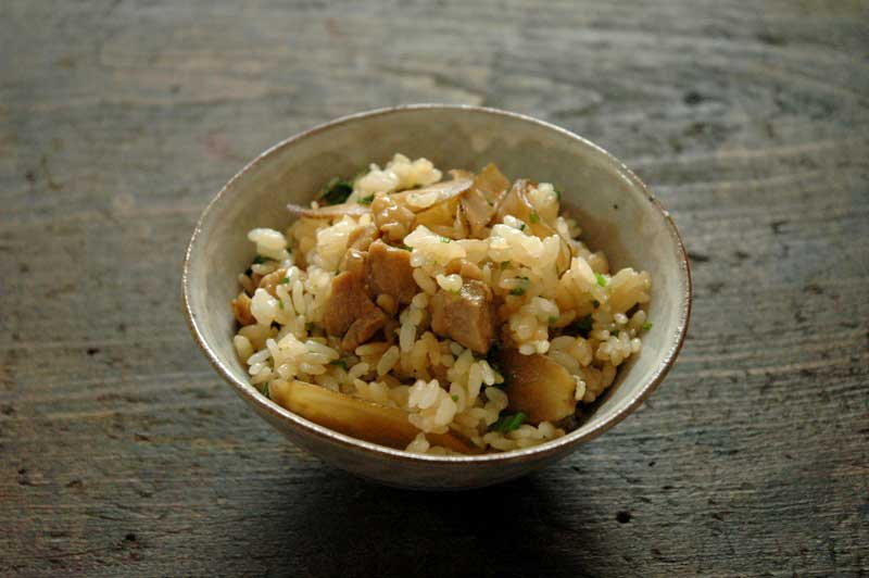 鶏ごぼうの混ぜご飯の写真