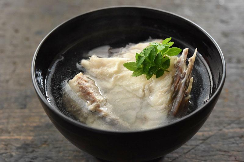 鯛のお吸い物(うしお汁)の写真