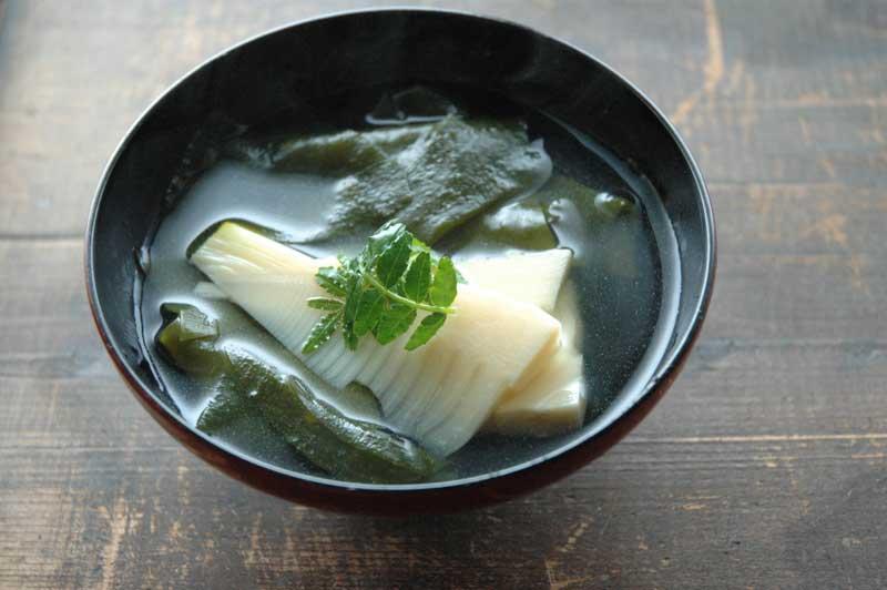 若竹汁(たけのこのお吸い物)の写真