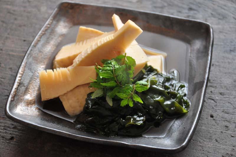 若竹煮(たけのことわかめの煮物)の写真