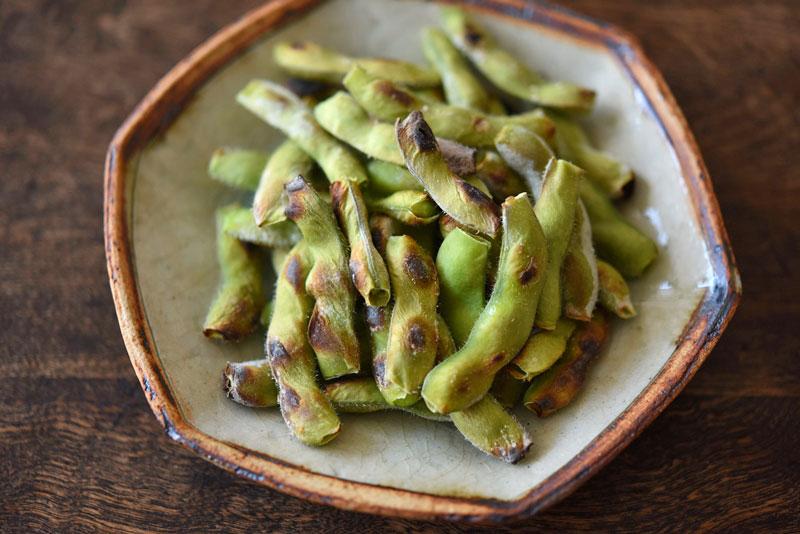 ほっこり香ばしい!焼き枝豆のレシピ/作り方:白ごはん.com