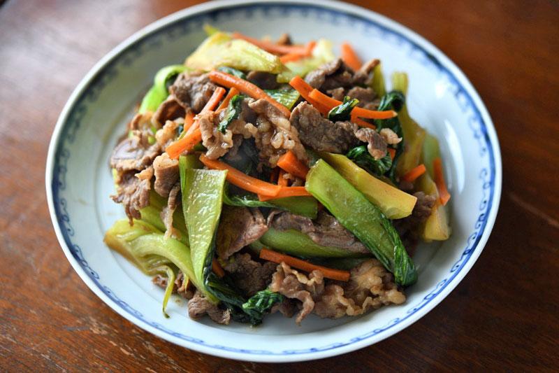牛肉とチンゲン菜の炒め物のレシピ/作り方:白ごはん.com