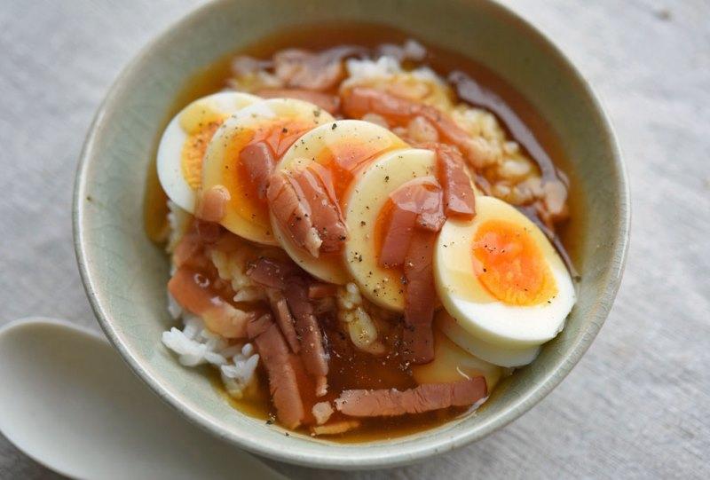 ゆで卵のあんかけ丼ぶりの写真
