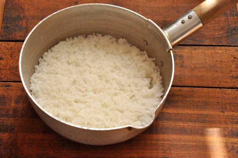 片手鍋(雪平鍋)で炊くご飯の炊き方の写真
