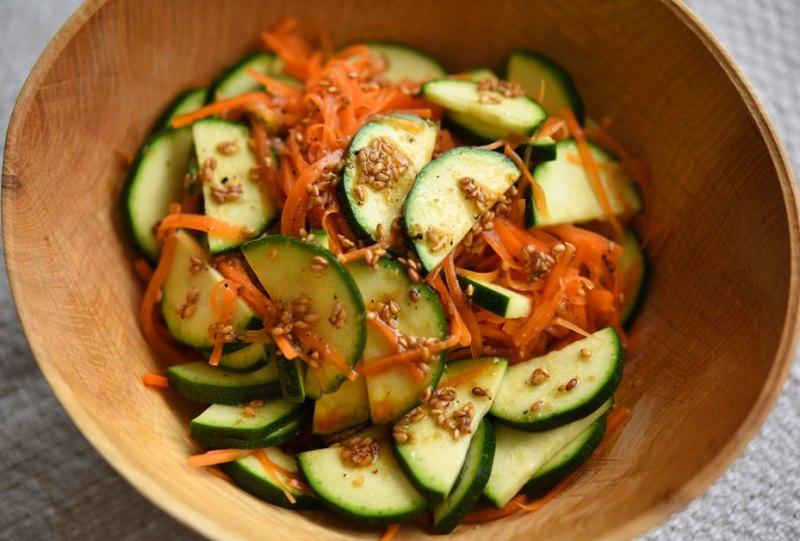 ズッキーニのサラダの写真